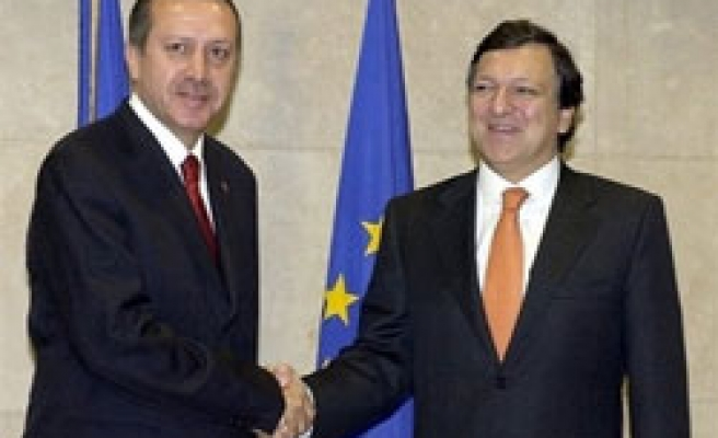 EU Barroso urges gov't for more democratic reforms