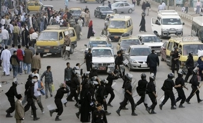 Egypt police hold academics on way to troubled town