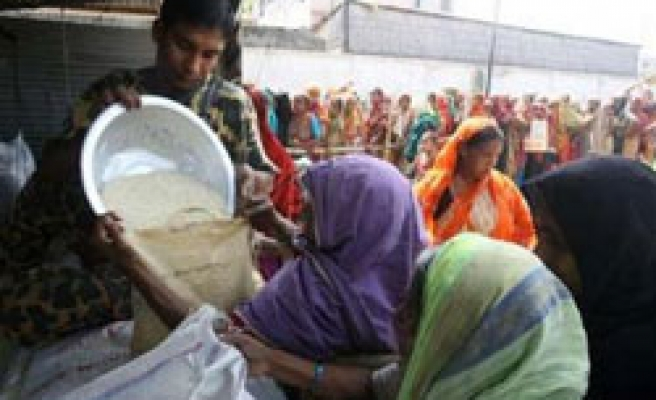 Bangladeshi workers rampage over high food prices