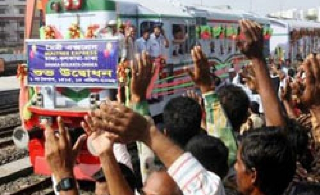 India, Bangladesh resume train link after 43 years