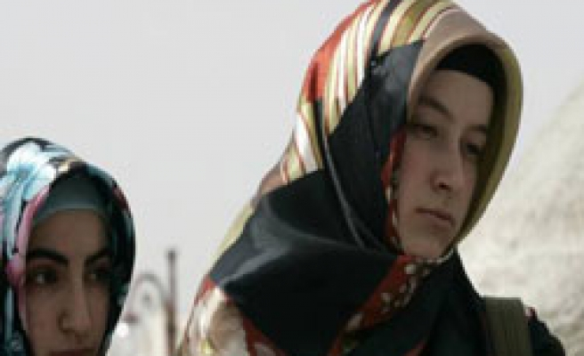 Headscarved Turkish women prepare for long struggle