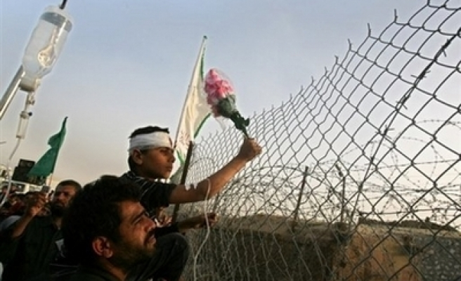 Egypt re-opens Gaza crossing border to hospitalize Palestinians