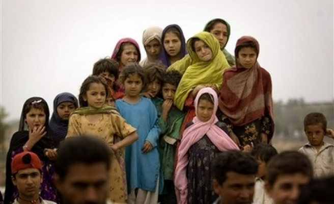 Pakistan to close down biggest Afghan refugee camp
