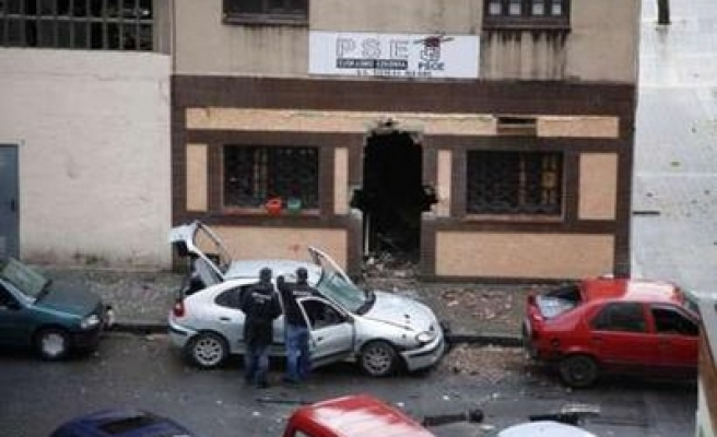 Bomb wounds 7 Basque police after ETA call