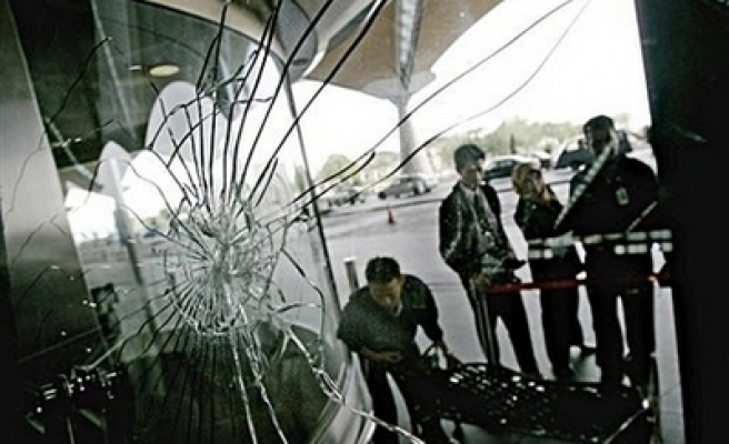 Malaysia detains 4 in $1 million airport robbery, shootout