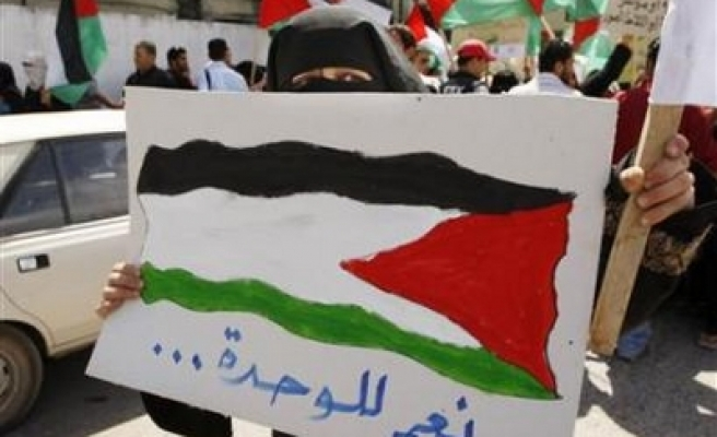 Palestinian groups head to Cairo for truce talks