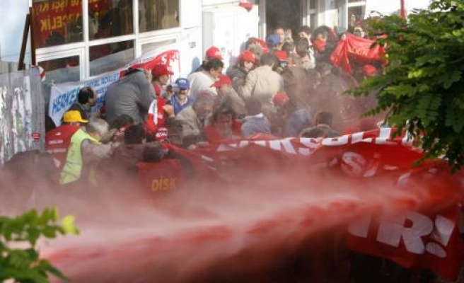 Turkish police break up Istanbul May Day protests / VIDEO
