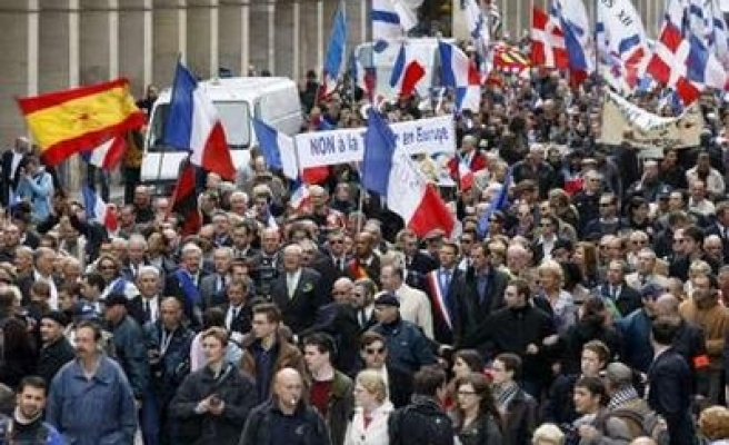 Thousands demonstrate in Paris against Sarkozy's reforms