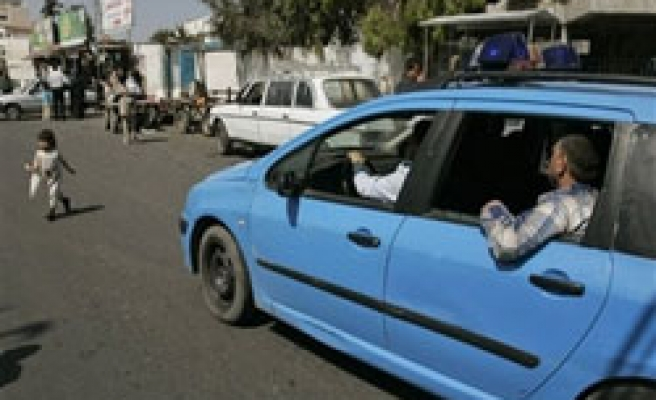 Hamas 'taxi' for fuel-starved Gazans