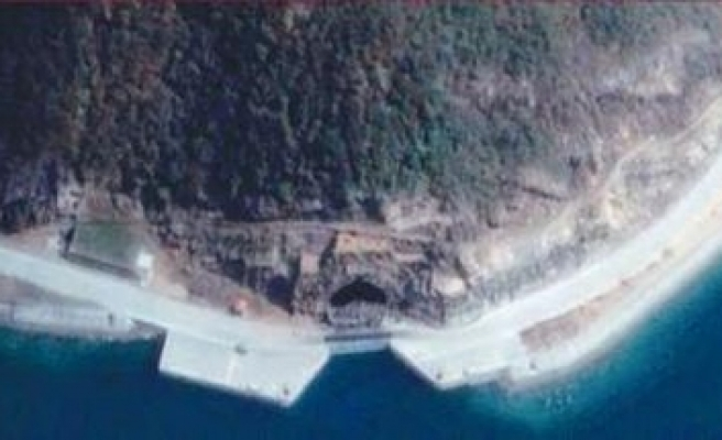 China shrugs off report of tropical nuclear sub base