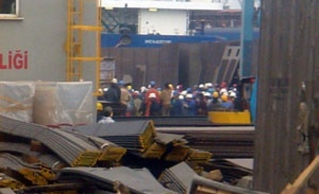 One killed in an explosion at an Istanbul shipyard