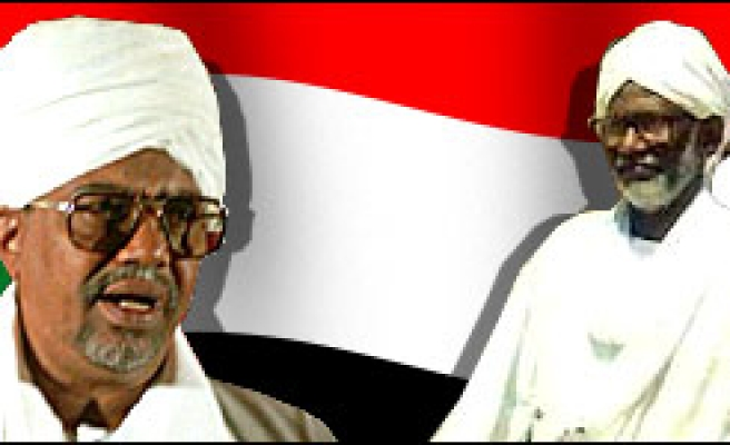 Turabi: Bashir should surrender to save Sudan from sanctions