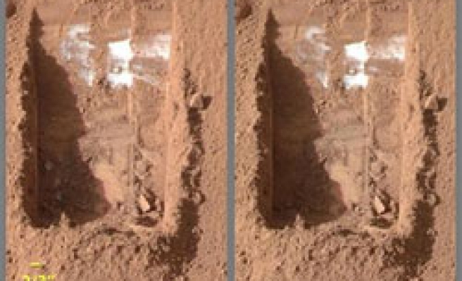 NASA spacecraft finds ice on Mars