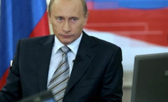 Veteran Russian politician quits with dig at Putin