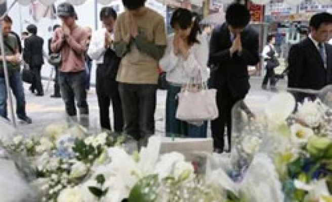 Japan police nab 12 for net threats after stabbing