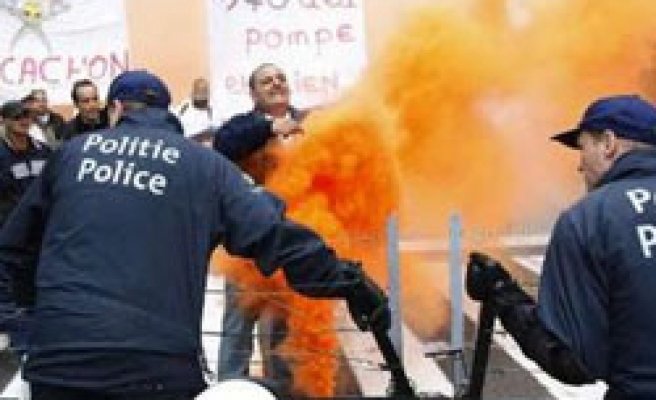 Unemployed German sets car ablaze in fuel protest