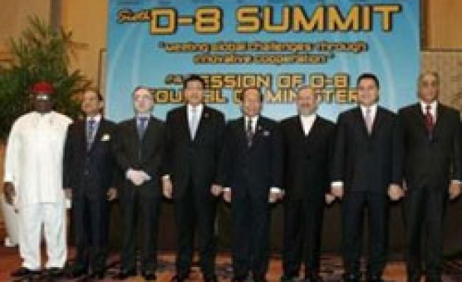 Indonesia hands over D-8 presidency to Malaysia
