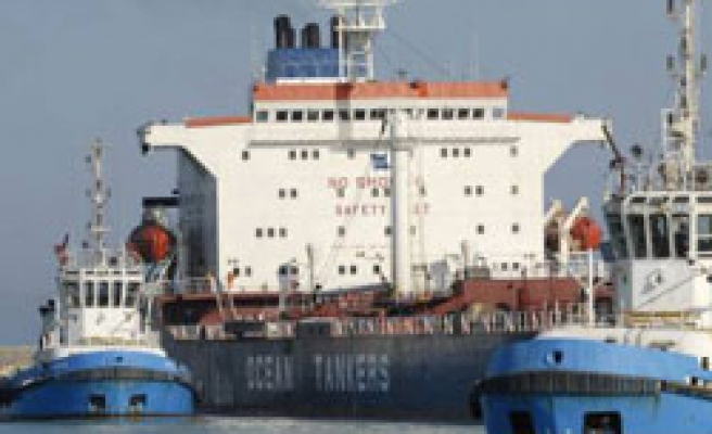 Water shipment to Cyprus held up by short pipe