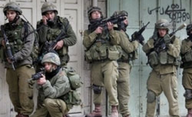 Israeli soldiers raid 6 mosques in West Bank