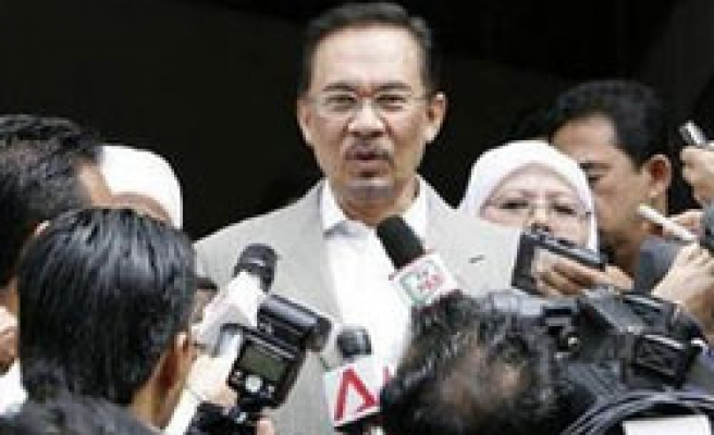 Malaysia Anwar turns to sharia court in sodomy case