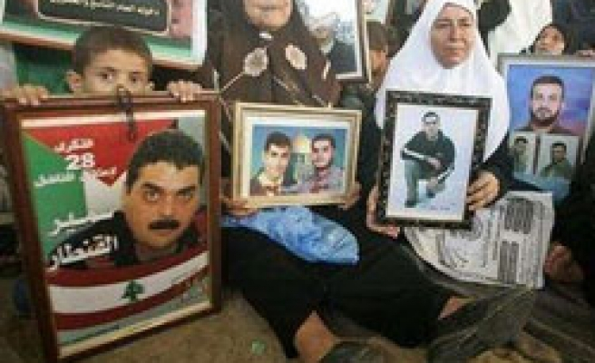 5 Palestinians released by Israel in Hezbollah deal