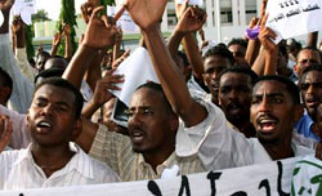 Thousands of Sudanese protest ICC decision