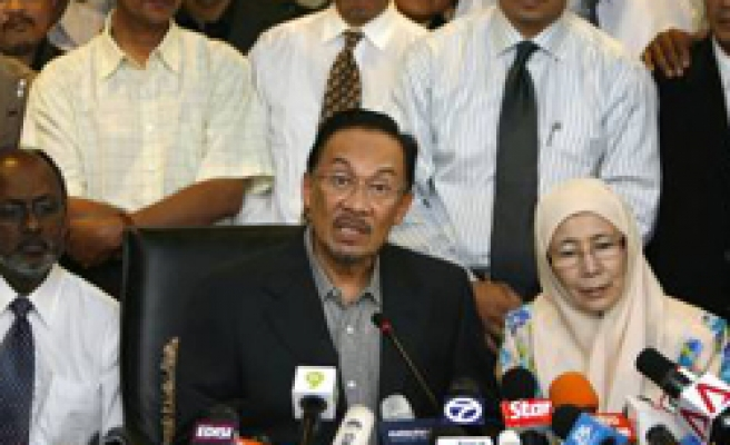 Malaysian police mull legal move on Anwar DNA test