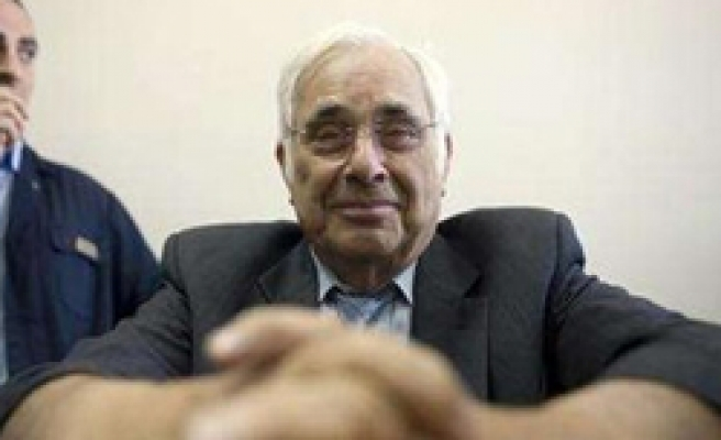 Key witness against Olmert cross-examined