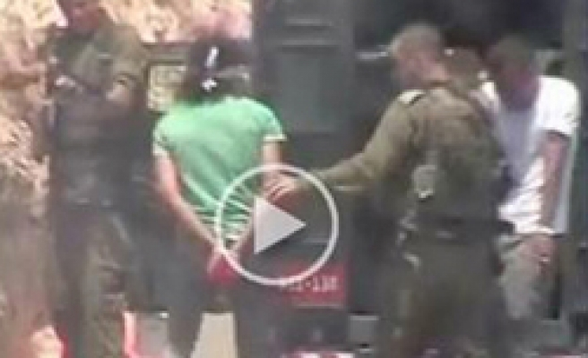 Israel soldier shoots bound Palestinian / VIDEO