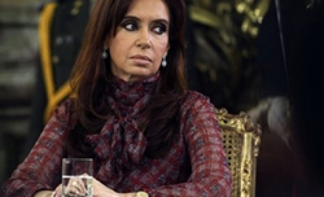 Argentine cabinet chief offers to resign-reports