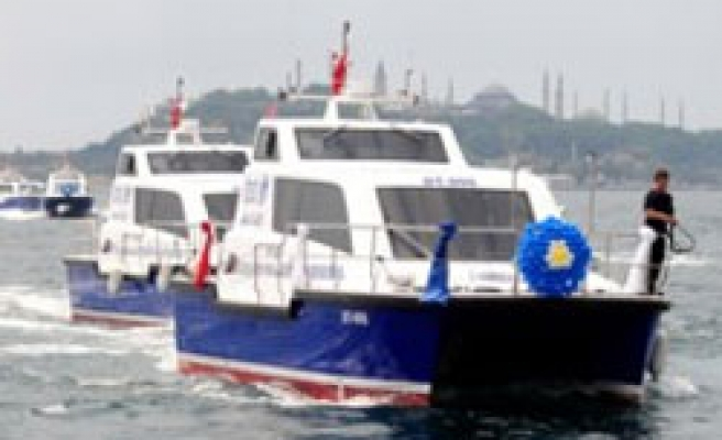 Turkey's first water taxi starts to serve in Istanbul