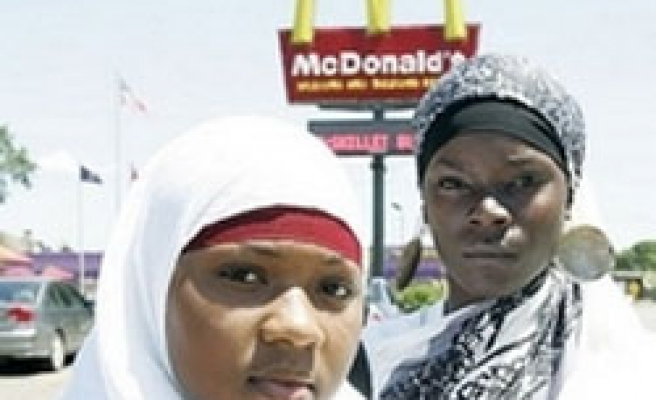 Two US muslim girls sue  McDonald's