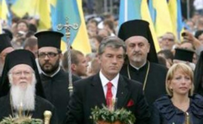 Ukraine leader pleads for church 'free from Russia'