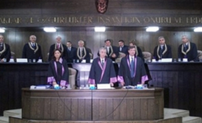 Top court begins 3rd day hearing in AKP case