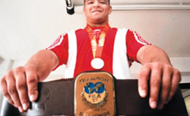 Turkish wrestlers win four medals