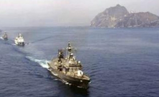 South Korea navy stages drill at disputed islets