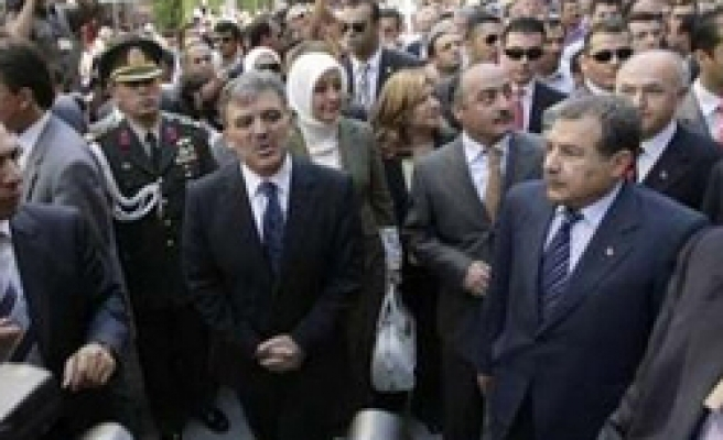 President Gul visits victims, condemning bombings