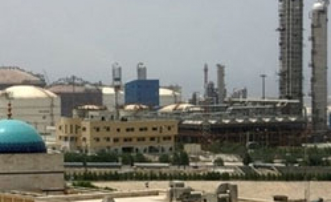 Iran to offer oil, gas projects to draw investors