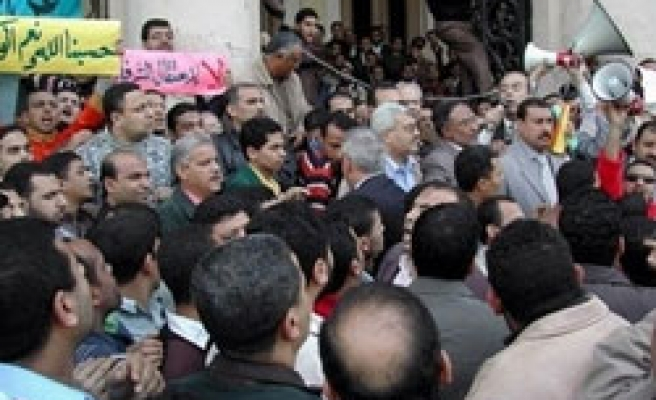Egyptian police hold 10 Brotherhood members
