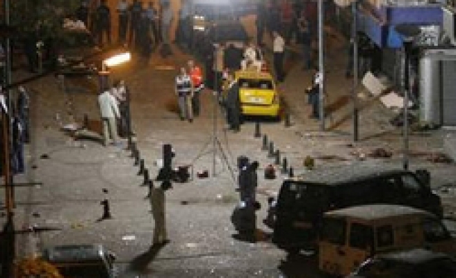 8 arrested for double bombing in Istanbul