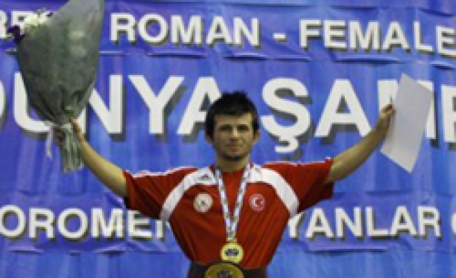 Turkish wrestlers win a gold and a bronze medal
