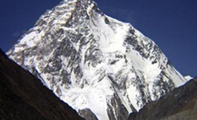 Mists on K2 prolong Italian survivor's ordeal