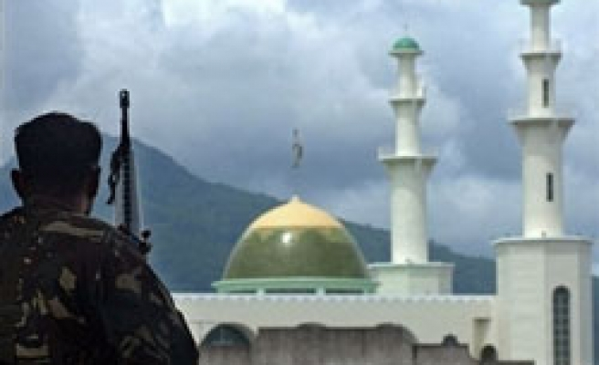 Muslims: Stopping deal internal problem of Philippine