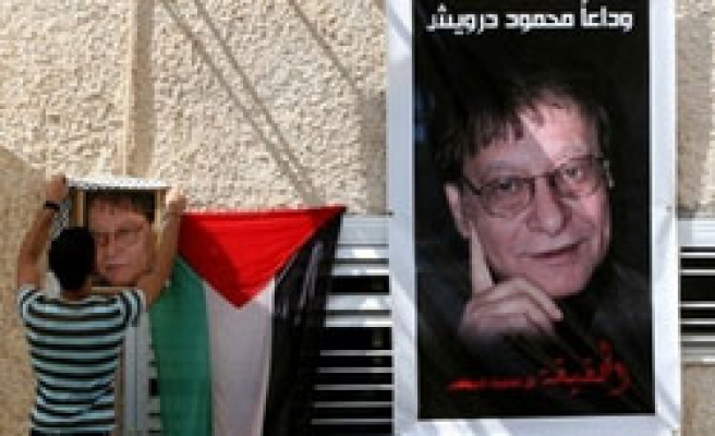 Thousands of Palestinians bid farewell to Darwish