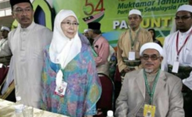 Malaysia's Islamists holds off endorsing Anwar