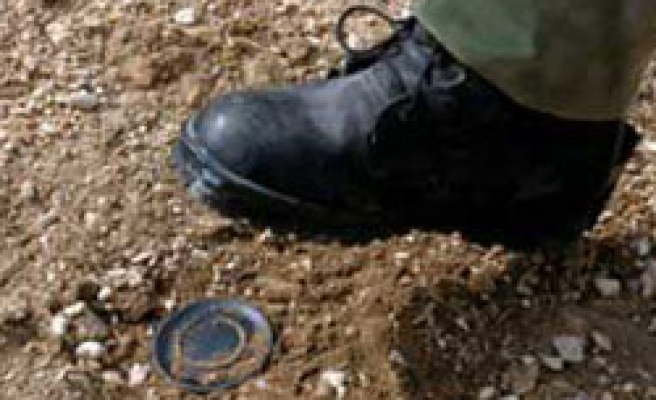 One Turkish soldier killed, eight wounded in mine blast