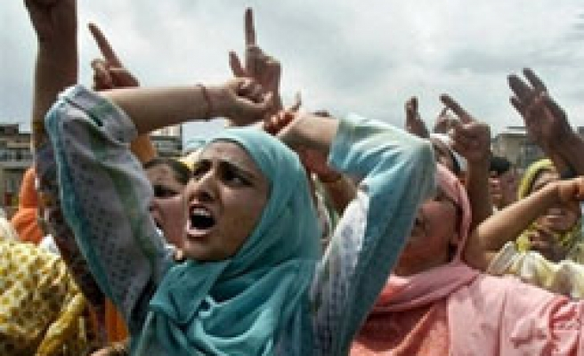 Tens of thousands of Muslims shout 'Indian forces go back'