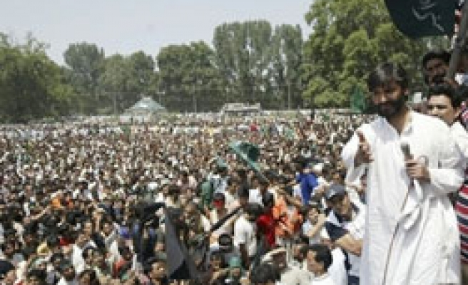 Tens of thousands of Kasmiri protest at UN office
