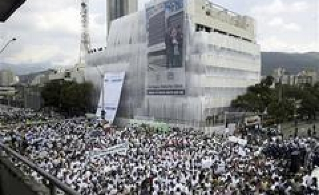 Thousands march against Colombia bombing