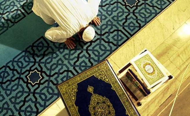 Robbers attack Johannesburg mosque during prayers